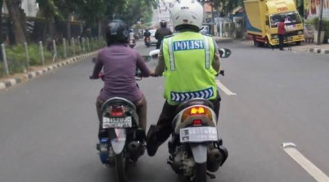 polisi ngedorong