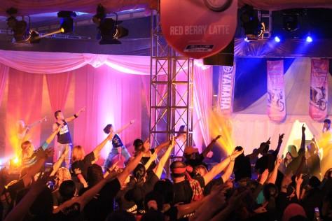 Atraksi dance Zumba Bollywood Party dalam rangkaian event launching New Fino 125 Blue Core di Mall Ratu Indah Makassar (2)
