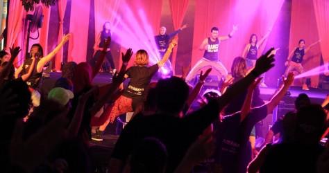 Atraksi dance Zumba Bollywood Party dalam rangkaian event launching New Fino 125 Blue Core di Mall Ratu Indah Makassar1