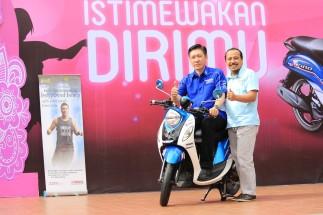 GM Marketing Suraco Jaya Abadi Motor Main Dealer Yamaha di Sulselbar (Frengki J Tunandar) dan Asisten GM Marketing PT Yamaha Indonesia Motor Manufacturing Mohammad Masykur