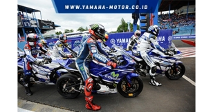 Jorge-Lorenzo-dan-pebalap-Yamaha-Asean-Cup-Race-naik-R25-di-Yamaha-Asean-Cup-Race-2014-di-Sentul-International-Circuit2
