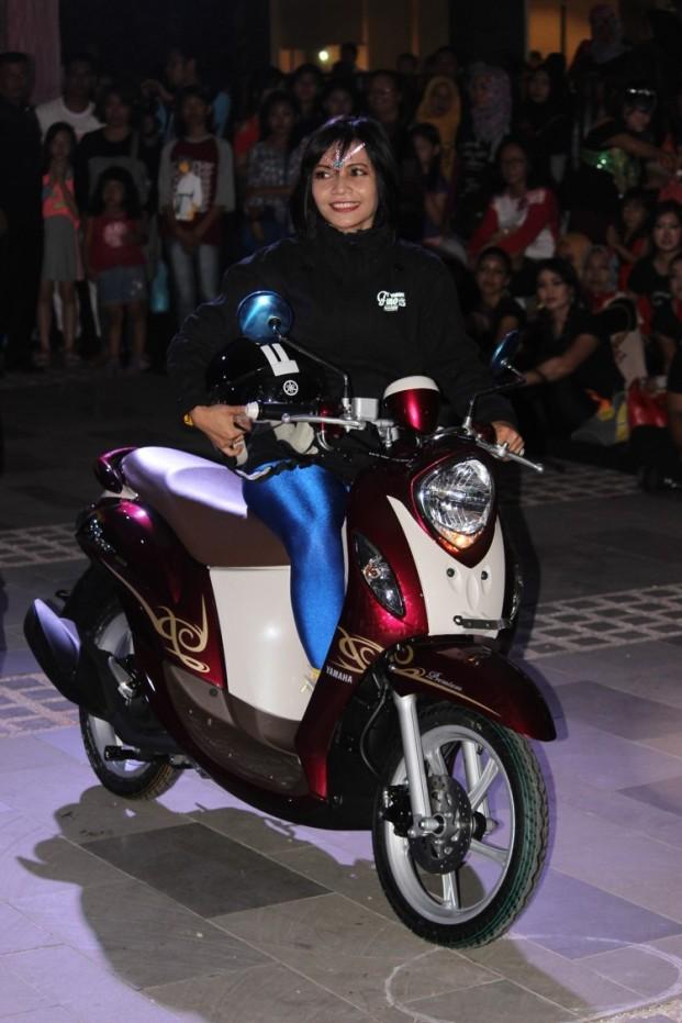 Prosesi launching New Fino 125 Blue Core di Mall Ratu Indah Makassar