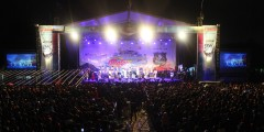 Keramaian penonton menyaksikan Rhoma Irama dan band Soneta tampil dalam event Blue Core Yamaha Motor Show dan soft launching Mio Z (2)