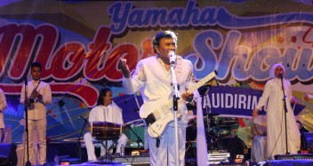 Rhoma Irama dan band Soneta tampil dalam event Blue Core Yamaha Motor Show dan soft launching Mio Z (4)
