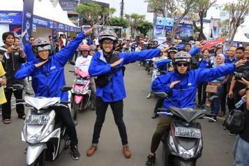 Brand Ambassador Mio Z Trio Stand Up Comedy Indonesia yaitu Gilang Bhaskara, Ge Pamungkas, Kemal Pahlevi bergaya Z ikut turing Mio Z di Cirebon (2)