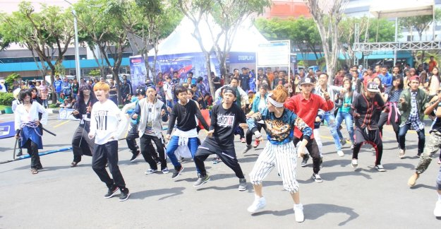 Flashmob launching Mio Z