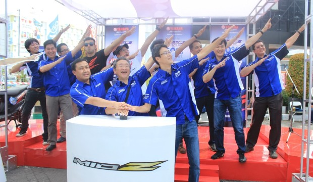 Management PT Yamaha Indonesia Motor Manufacturing (YIMM) bergaya Z dalam launching Mio Z di Grage Mall Cirebon