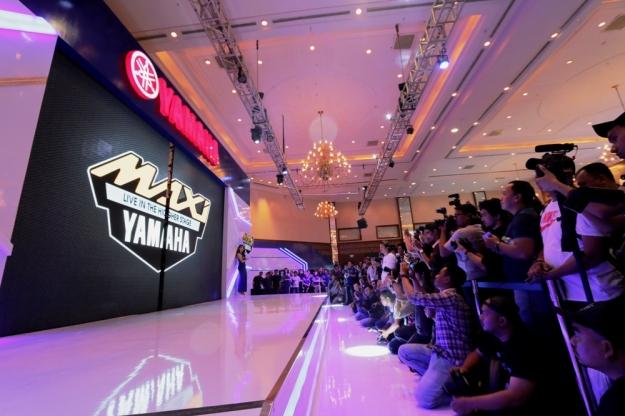 logo-maxi-yamaha-saat-diluncurkan-di-indonesia-motor-show-imos-2016-2