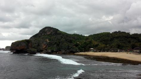 Pantai dan panorama tebing karst