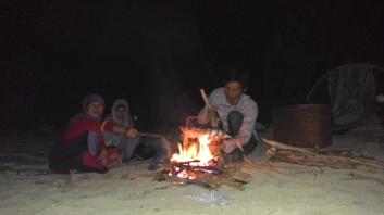 Malam dan api unggun
