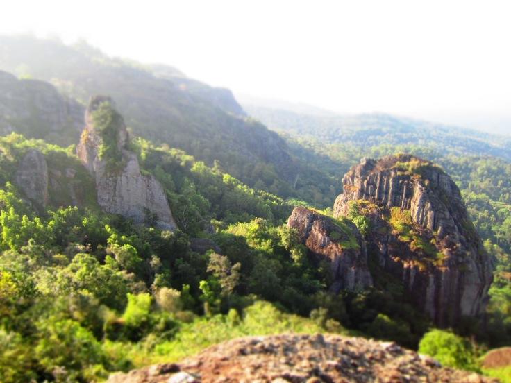 Gunung Nglangeran dengan panorama yang hijau