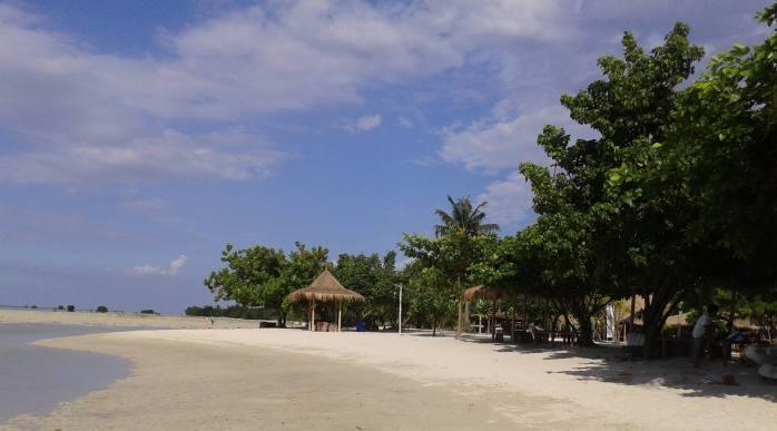 Pantai Perawan Pulau pari