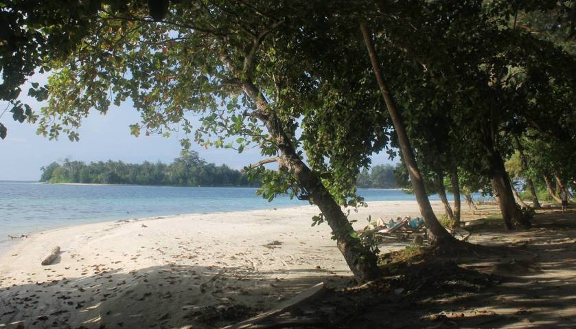 Pasir putih Pulau pelangi1