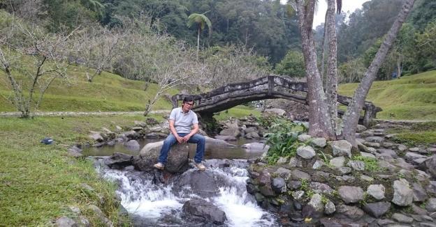 Mejeng di tengah Sungai Ciwalen