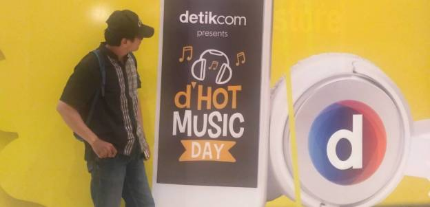 Cover D Hot Music day