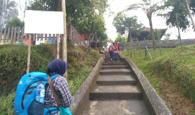 Jalur menuju Pos Pendakian via Cetho