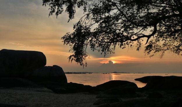 Sunset di Panta Tanjung Tinggi Belitung